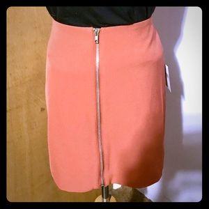 BNWT cute, zip front mini